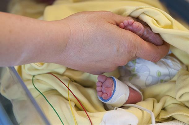 Barneklinikken nyfødt baby. Foto.