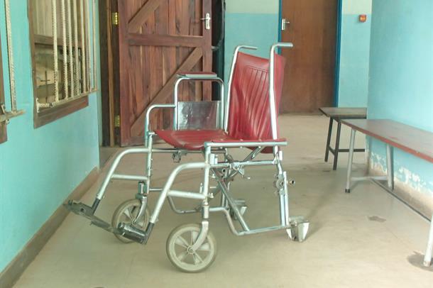 Veldig slitt rullestol på Kamuzu Central Hospital